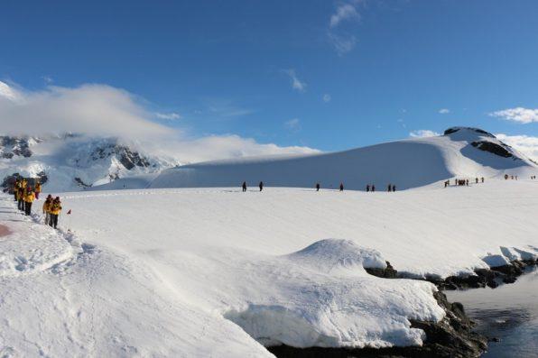 南極を歩く