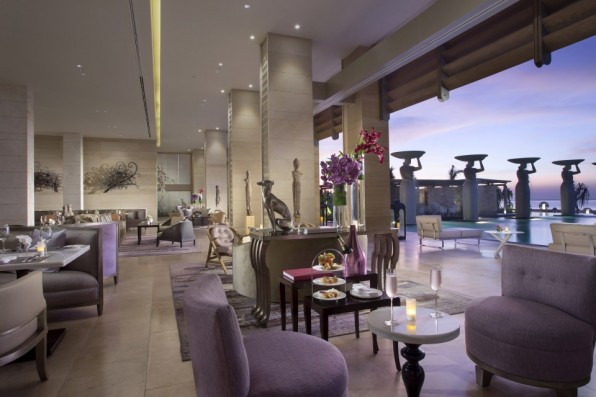 The_Mulia_-_The_Lounge_-_Evening_Shot